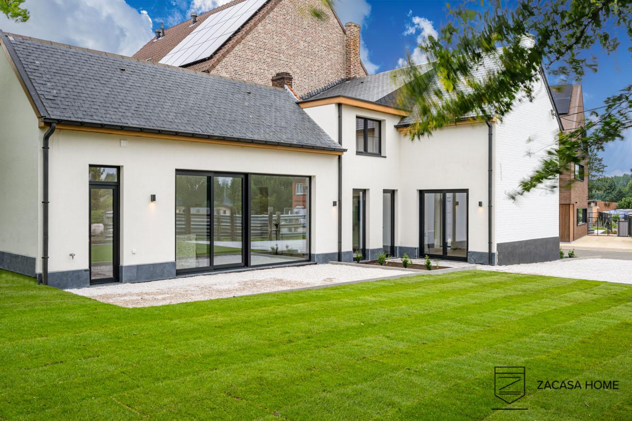 Gerenoveerde half open bebouwing met 3slpk en aangelegde tuin @ Oordegem, Stichelendries 44